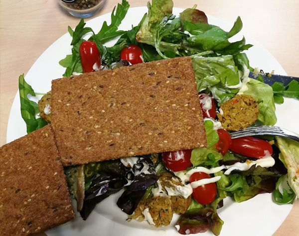 Salade met PowerSlim Balance crackers