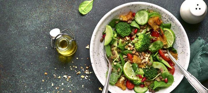 Linzensalade met pompoen, broccoli en granaatappelpitjes