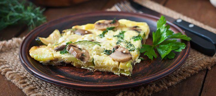 Omelet met courgette en champignons