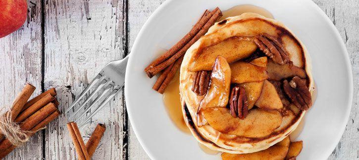 Pannenkoek met gebakken kaneelappeltjes en karamel zeezoutstroop