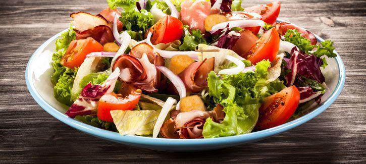 Salade met gegrilde ham en bbq croutons